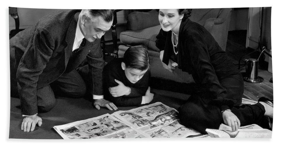 [family-reading-sunday-comics-c1930-40s-h-armstrong-robertsclassicstock%5B3%5D]