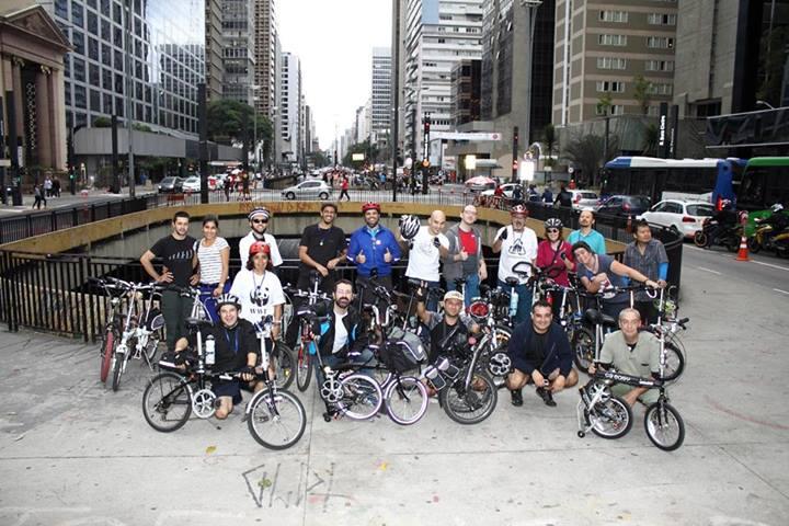 Encontro de Dobráveis - Brasil Foto+oficial+bicicletas+dobraveis+sp+praca+ciclista