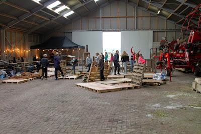 Huttenbouwfeest  bij Fam Berkhof   23--10--2014