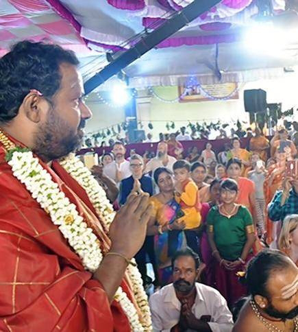1000 of devotees came across the country gathered at the Sri Narayani Peedam