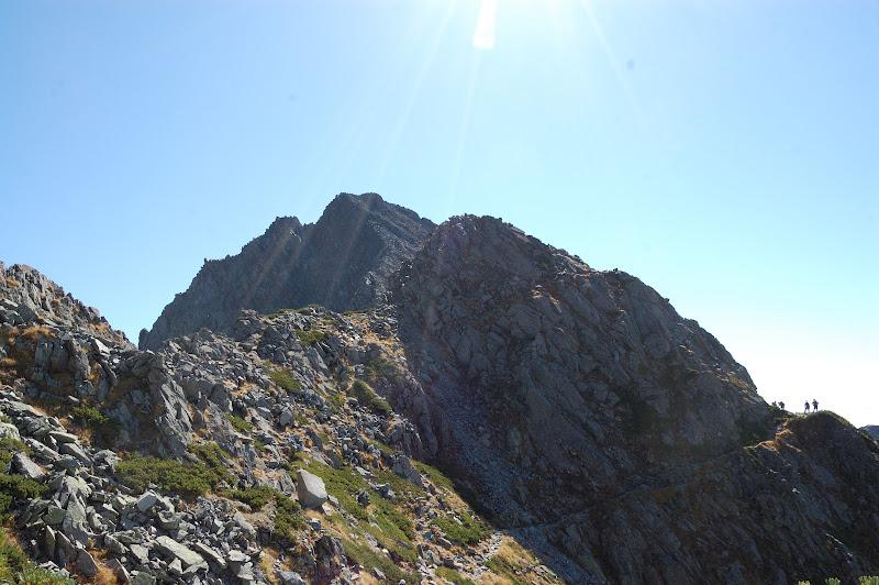 前穂高岳の周りをぐるっと回りこみます