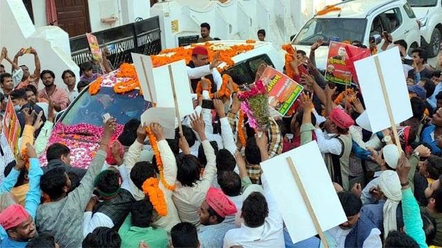 पूर्व मुख्यमंत्री अखिलेश यादव का सपाजनों ने किया स्वागत