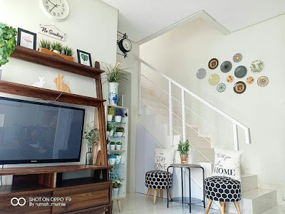 Ruang tv bawah tangga
