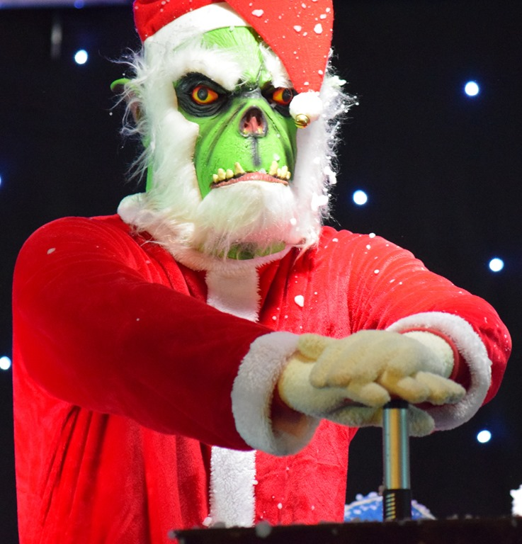 [The+Grinch+tries+to+switch+on+the++lights+and+launch+the+fireworks+before+the+countdown%5B4%5D]