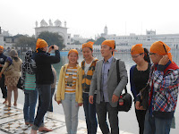 Die Chinesen stehen fuers Foto bereit