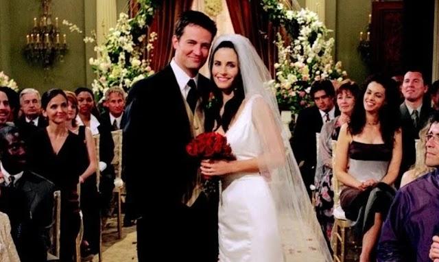 Chandler e Mônica, da série Friends, comemoram hoje 20 anos de casados
