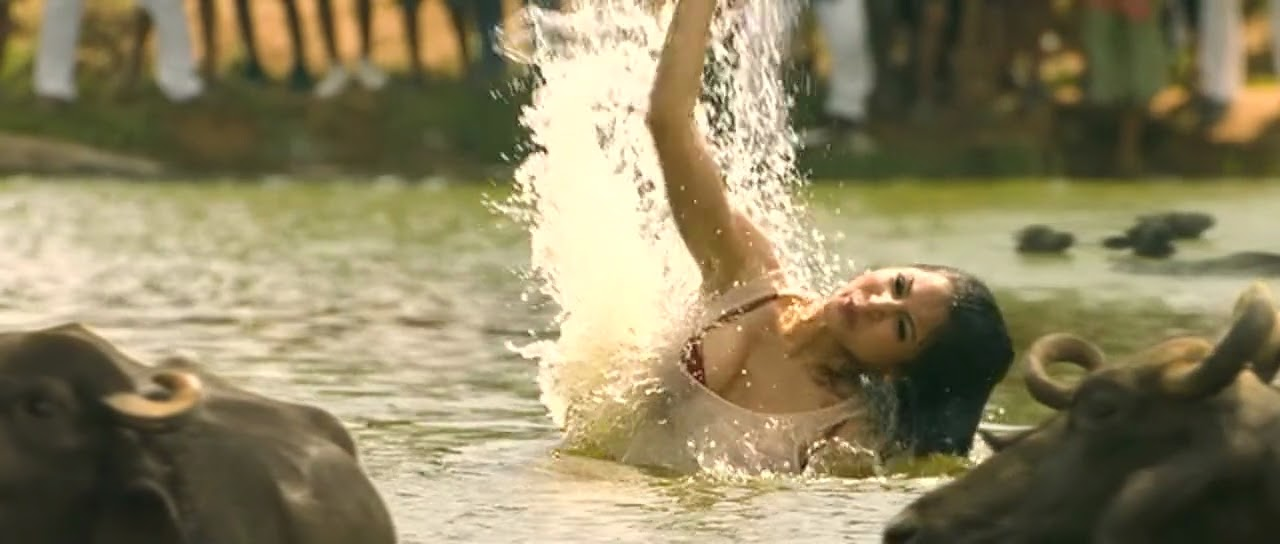 Anushka Sharma in Matru ki bizli ka mandola movie hot