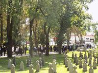 30 A gyászmenet a kapuig kísérte Ilonka nénit.JPG