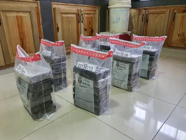 Incautan 57 paquetes de cocaína en Puerto Haina Oriental; hay dos apresados.