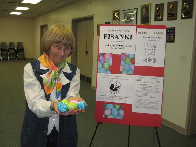4.16.2011 Dekorowanie jajek goracym woskiem PISANKI. Zdjecia E. Gürtler-Krawczyńska, W.Zabnienski - IMG_7796.JPG