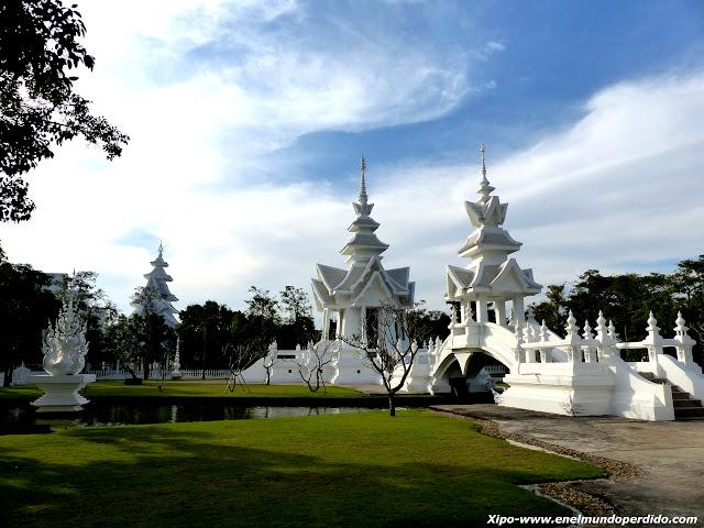 edificios-templo-blanco-chiang-rai.JPG