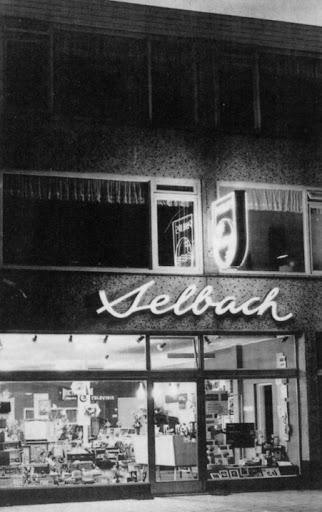 Beatrixstraat Muziekhandel Selbach.jpg