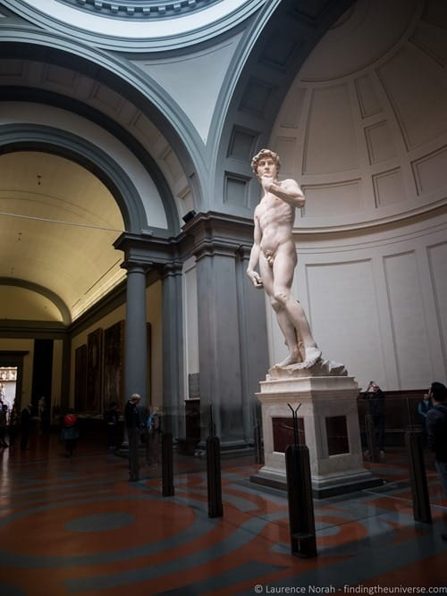 David statue withour crowds florence