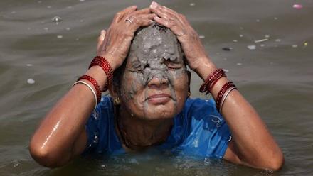 Αποπνικτικός καύσωνας στην Ινδία : σε ρεκόρ δεκαετίας ο υδράργυρος