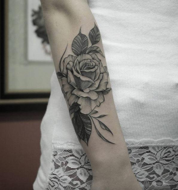 este_impressionante_auto-croquis_rose_tattoo