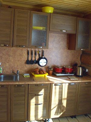 На кухне гостевого дома