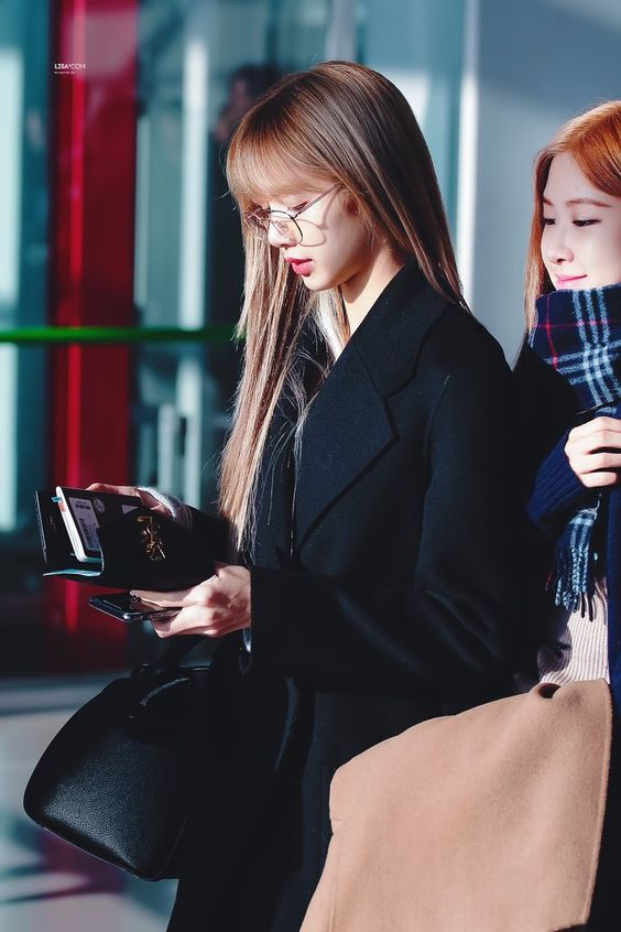 lisa glasses 21