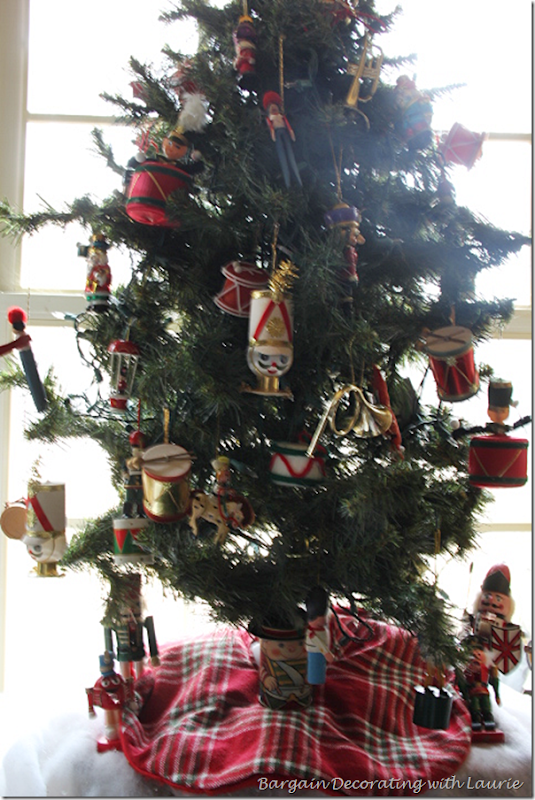 Christmas Tree with Nutcracker Ornaments