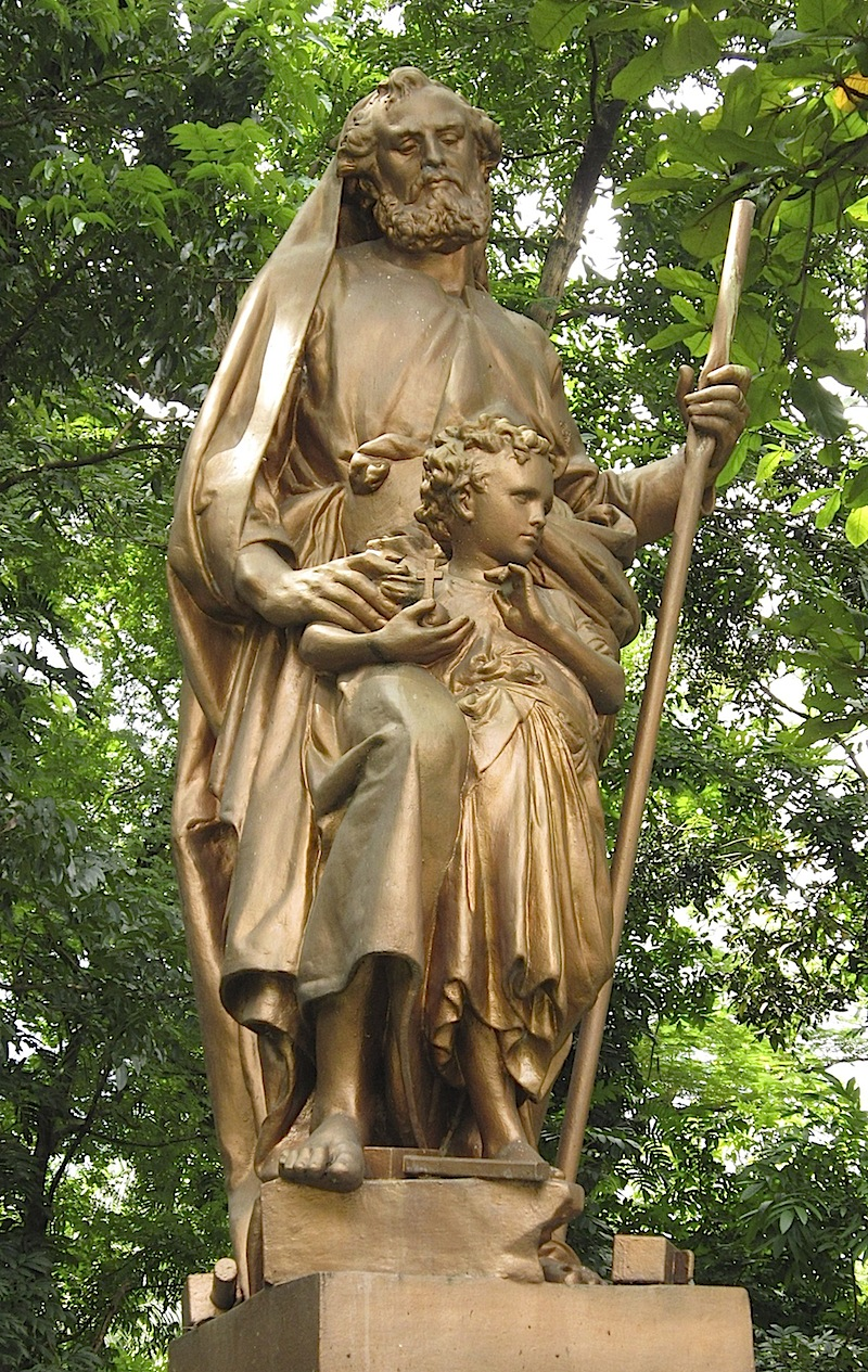 statue of St. Joseph and the child Jesus
