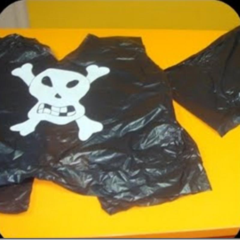 Disfraz casero de pirata con bolsa basura