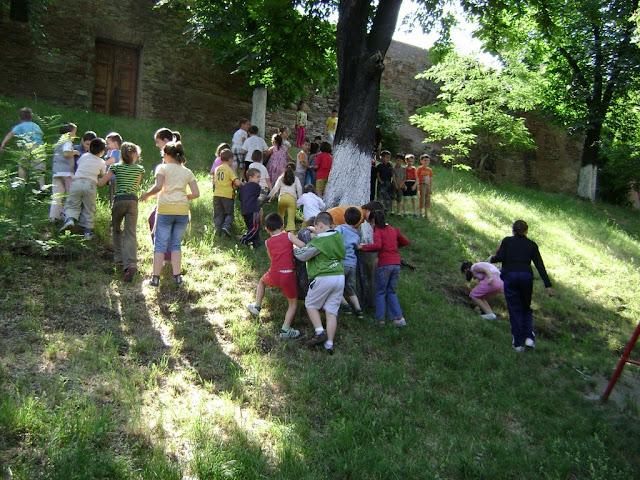 Actiune in colaborare cu Clubul Copiilor pentru pastrarea naturii curate - proiect educational - mai - DSC01734.JPG