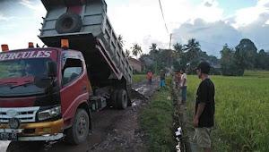 Andi Utta Bantu Perbaiki Jalan Desa di Lambara Bontomanai