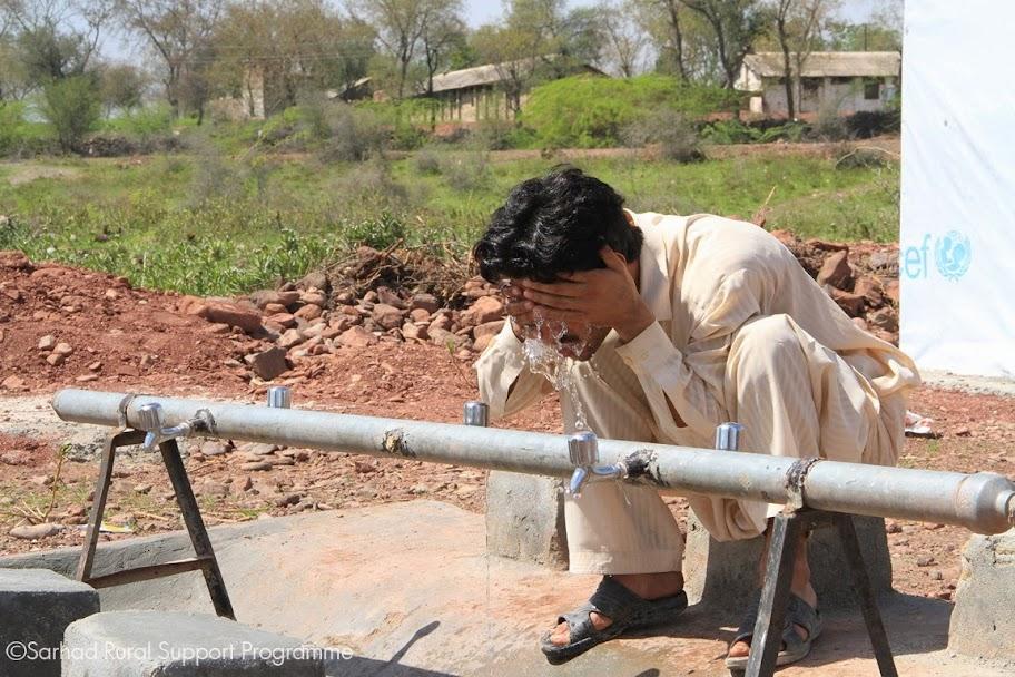 Returnee utilizing the Hand Washing station established by SRSP-UNICEF at Akakhel, Khyber Agency
