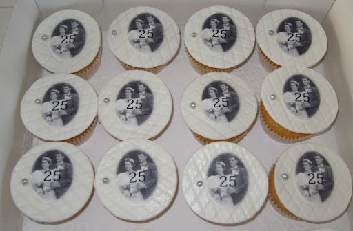 005- Zilveren huwelijk cupcakes.JPG
