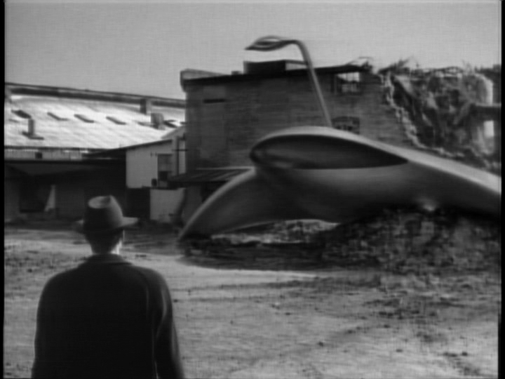 analysis of the three main characters of the war of the worlds The war of the worlds (1953) on and all the major cities are destroyed one after one--even the three men are left in the surroundings of the object when a.