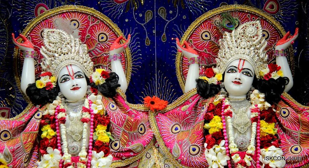ISKCON Juhu Sringar Deity Darshan on 27th April 2016 (40)
