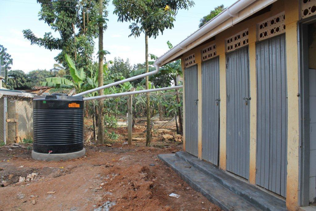 Bezoek sept./okt. 2012 - Watertank%2Btoiletgebouw.jpg
