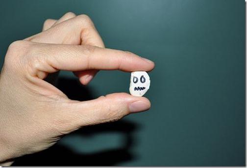 Manualidades Halloween fantasmas hechos con habas