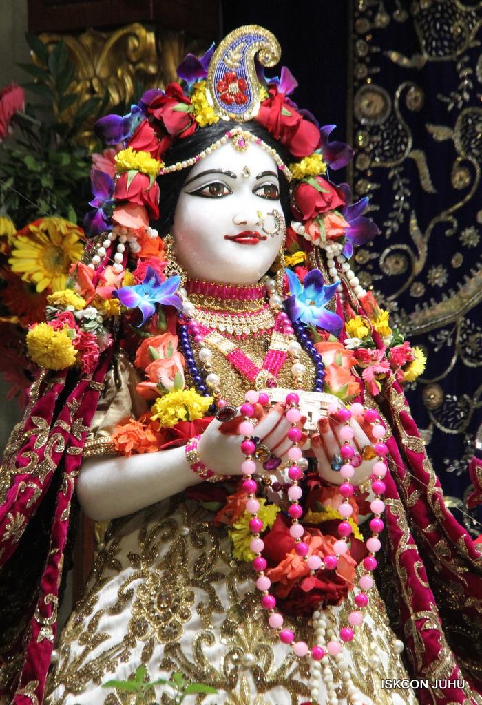 ISKCON Juhu Sringar Deity Darshan on 11th Sep 2016 (26)