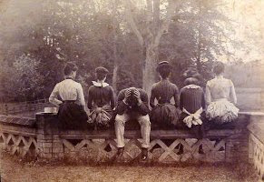 Frida, Gracie, Ned, Auntie, Midge and Isa at Little Shelford Hall 1889
