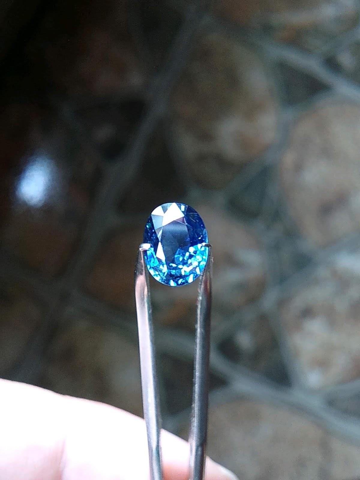 Đá Natural Sapphire Phan Thiết xanh Hero thiên nhiên không xử lý, lửa mạnh sạch tinh