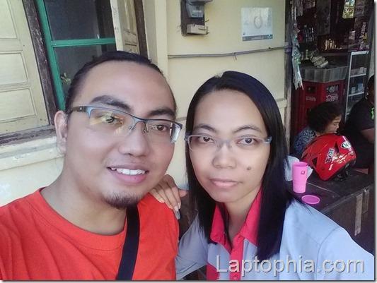 Foto selfie dengan kamera depan