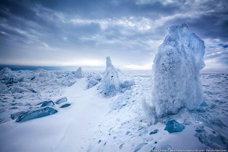 lake-baikal-ice-10