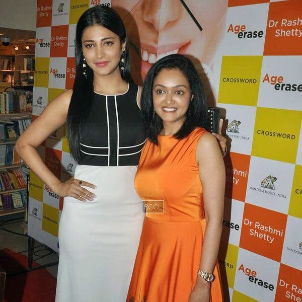 Shruti Hassan poses with Dr Rashmi Shetty during the launch of book 'Age Erase', held at Crossword, on July 11, 2014.(Pic: Viral Bhayani)