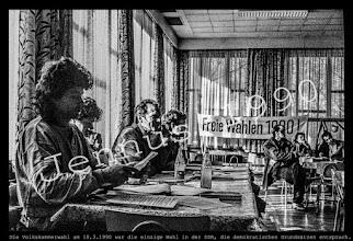 Photo: Die Volkskammerwahl  am 18.3.1990 war die einzige Wahl in der DDR, die demokratischen Grundsätzen entsprach.