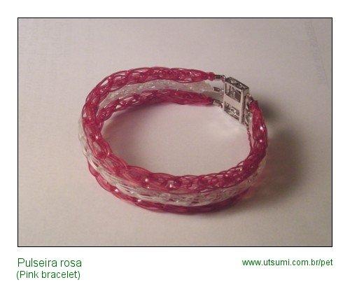pulseira rosa com garrafas PET