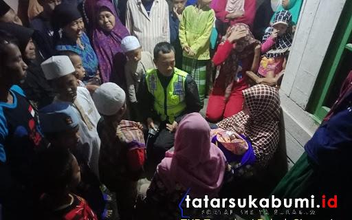 Temu bayi di Teras rumah warga Cireunghas Sukabumi // Foto : Dian Syahputra Pasi