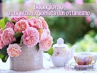 buongiorno buon giorno immagine con frase aforismo a chi inizia la giornata con ottimismo fiori rosa teiera tazza.jpg