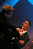 Helping my friend Barrack to tie his cravat (© 2010 Isabell Gernert)