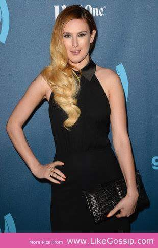 Hot pose for Rumer Willis