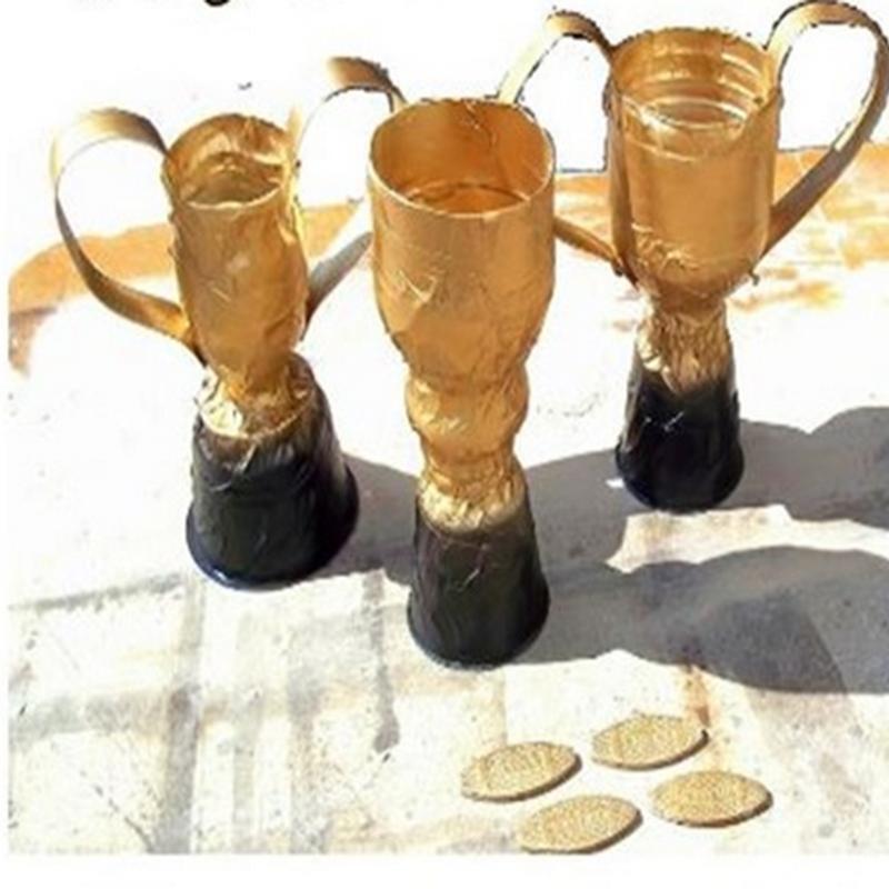 Manualidad dia padre trofeos reciclados