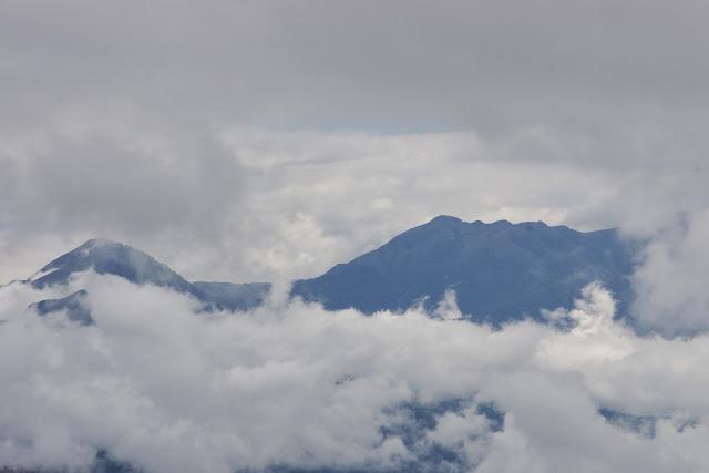 Les Andes depuis la piste de Gualchan à Chical, 1600 m (Carchi, Équateur), 3 décembre 2013. Photo : J.-M. Gayman