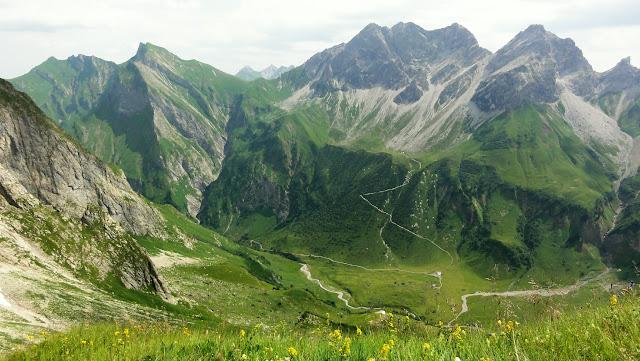 Tour Oberstdorf Älpelesattel Allgäu - Blick zur Käseralpe Aufstiegsweg Hohe Leiter zum Himmelseck,Himmelhorn und Schneck und die Wildergruppe