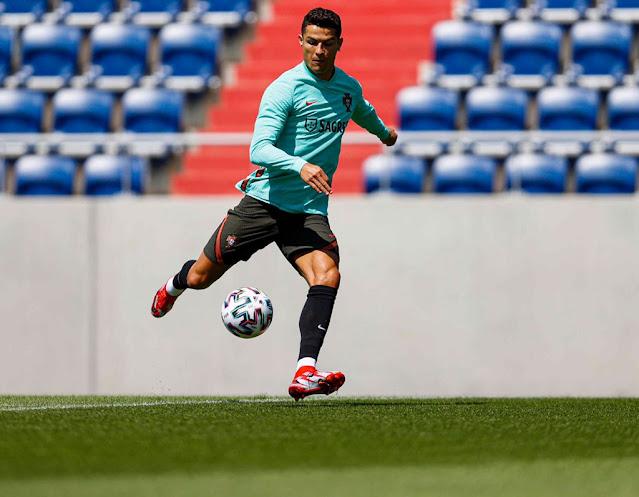 Cristiano Ronaldo t barcelona photo
