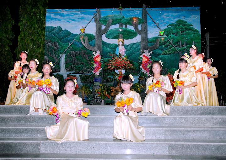 Hình ảnh khai mạc tháng hoa tại Giáo xứ Phú Phong