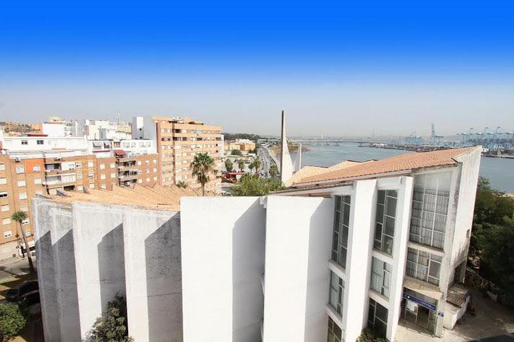 La Voz de Algeciras pide que la Escuela de Artes y Oficios se llame Blanca Orozco